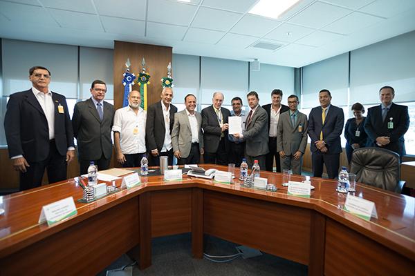 Resultado de imagem para Presidente da Petrobras garante a prefeitos prioridade para unidade de processamento de gás
